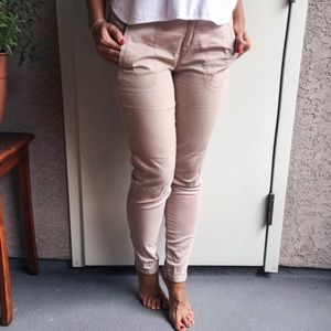 Pants in cream color. Cotton